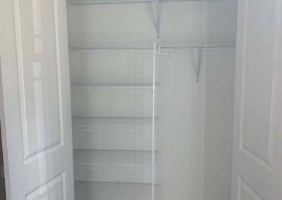 Schwarz Guest Closet