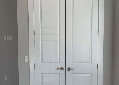Schwarz Guest Room Closet Doors